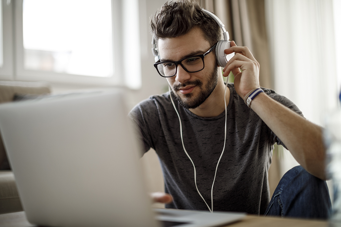 communication-online-laptop-headphones